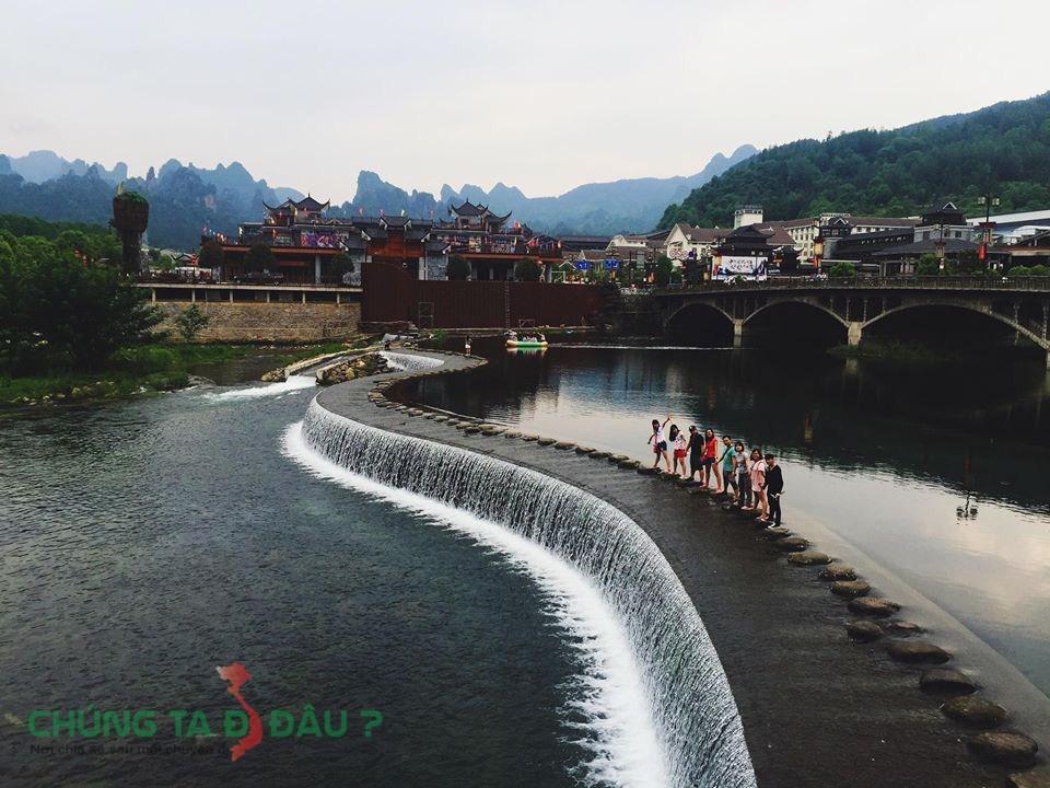 Đường cong đập nước ở Vũ Lăng Nguyên