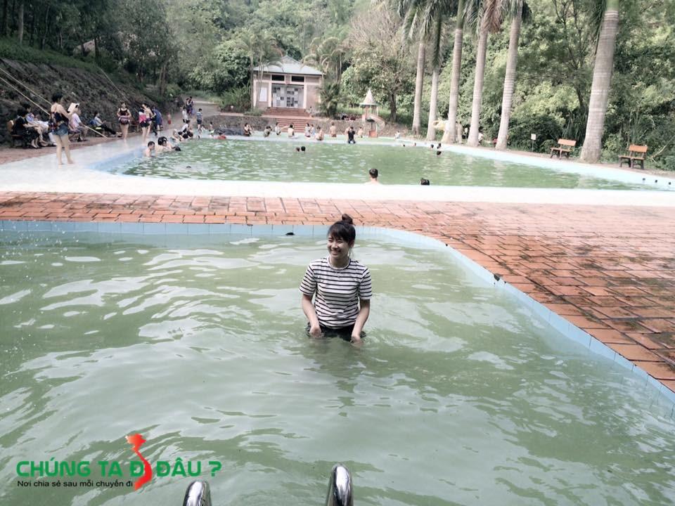 Hồ bơi ở Thác Thăng thiên
