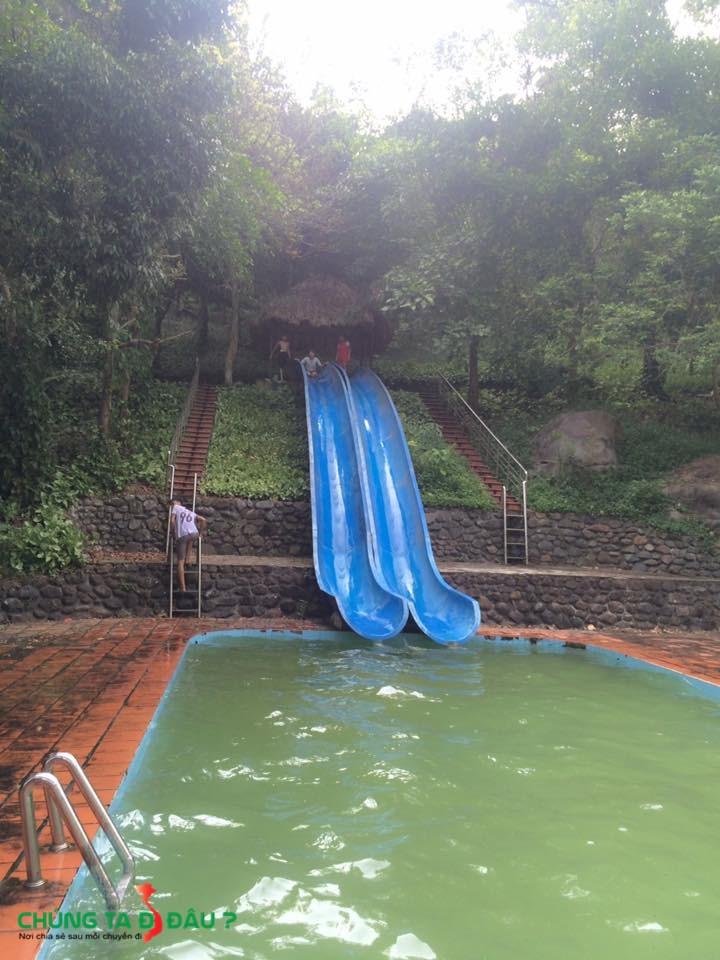 1 trò chơi mạo hiểm trong hồ bơi