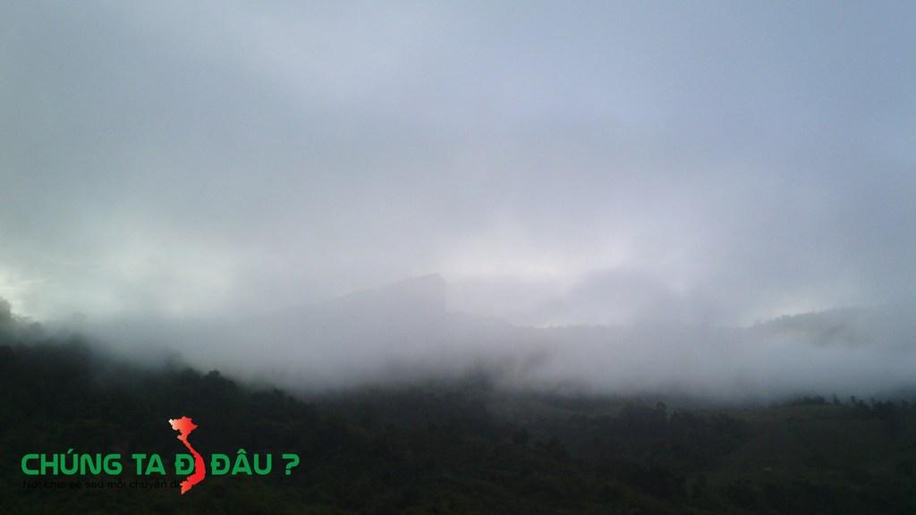 Mây vờn đỉnh Pha luông