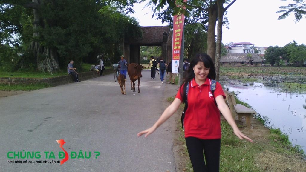 Cổng vào làng cổ Đường Lâm