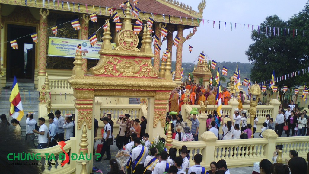 Lễ dâng Y Kthina - 1 trong các hoạt động của Làng Văn Hóa