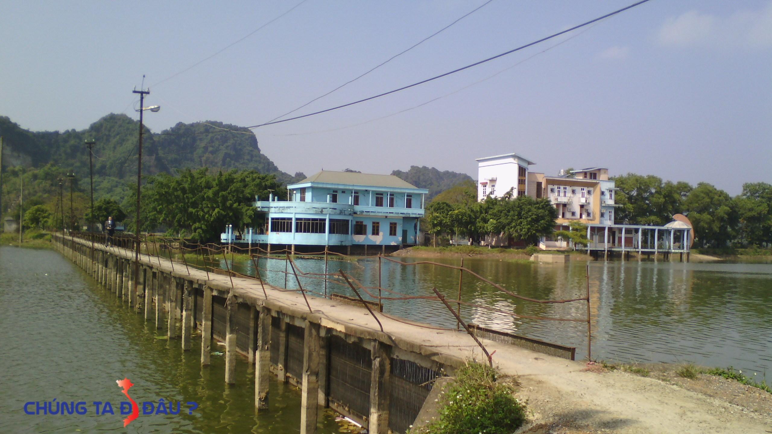 Cây cầu Dăng sẽ đưa ta đến bến đò du lịch Hồ quan sơn