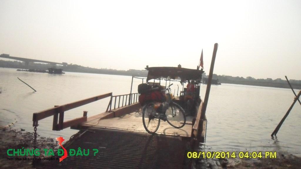 Lên Phà qua sông Lô