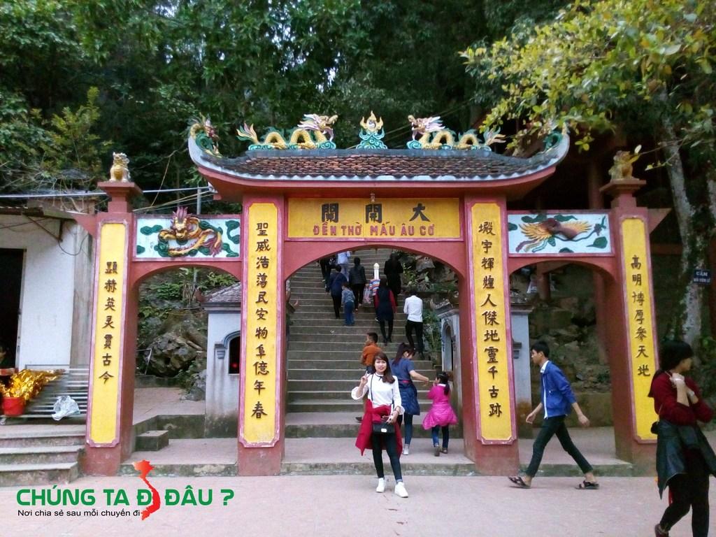 Lối lên đền thờ Mẫu Đầm Đa