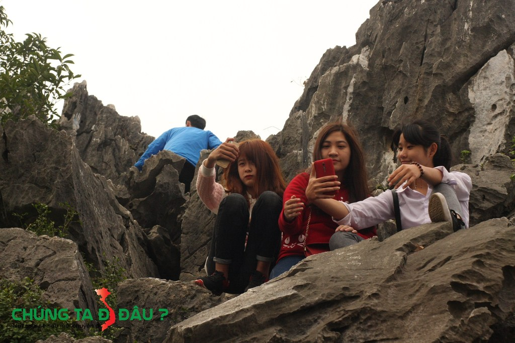 Các em xinh tươi đi leo núi seo phì