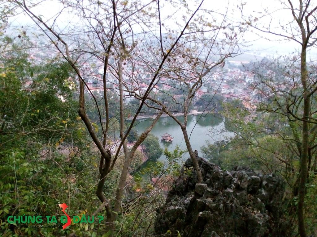 Hồ Long Trì và Thủy Đình nhìn từ đỉnh chợ Trời