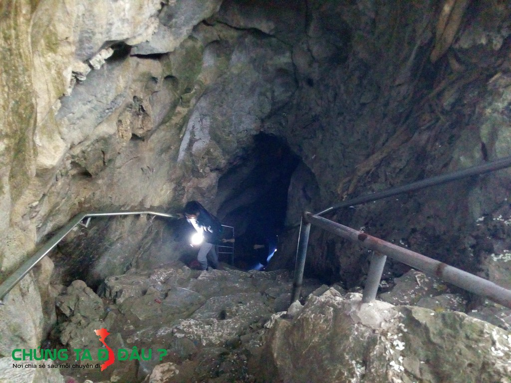 Lối xuống hang Cắc Cớ