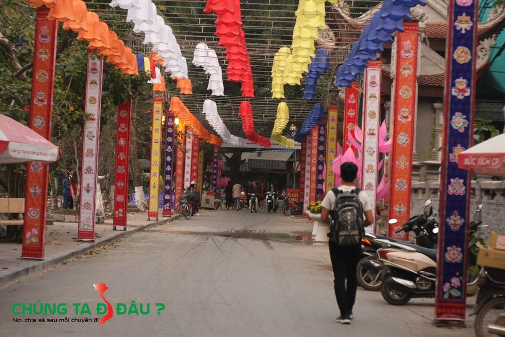 Con đường mang đậm nét phật giáo ở chùa Thầy
