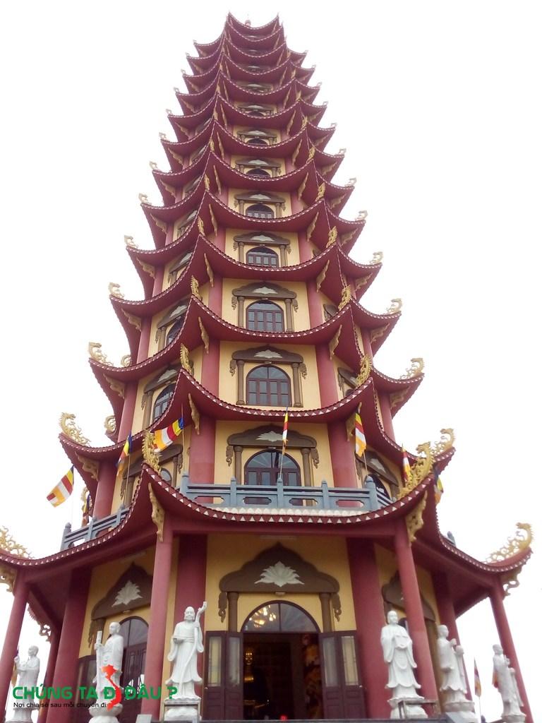 Đại bảo tháp Hòa Bình ở Phủ Dày