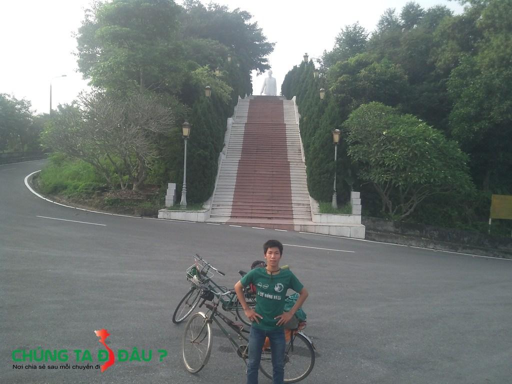 Bậc lên tượng đài Bác Hồ - 69bậc