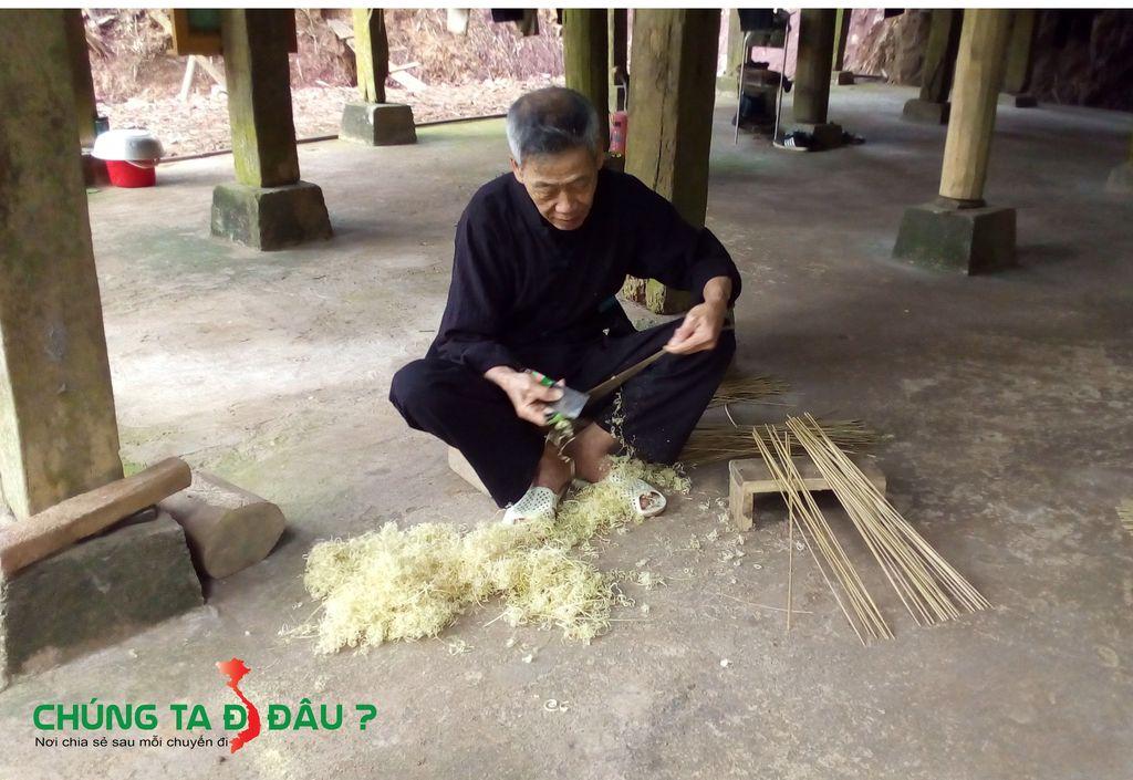 Ghé thăm gia đình ông cụ chuyên đan lát các đồ vật bằng tre nứa