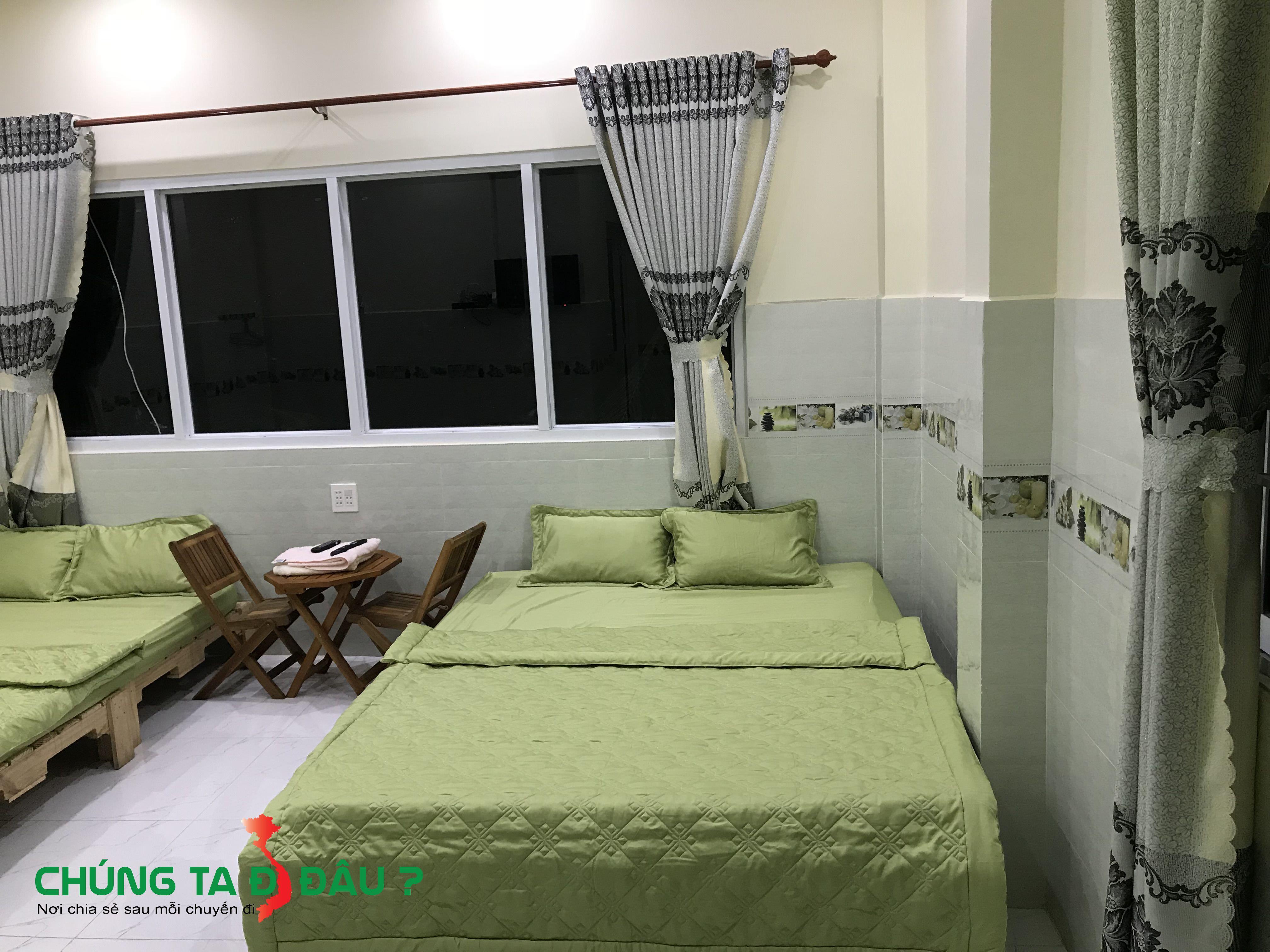 Phòng ngủ được trang bị nóng lạnh, điều hòa, tivi đầy đủ