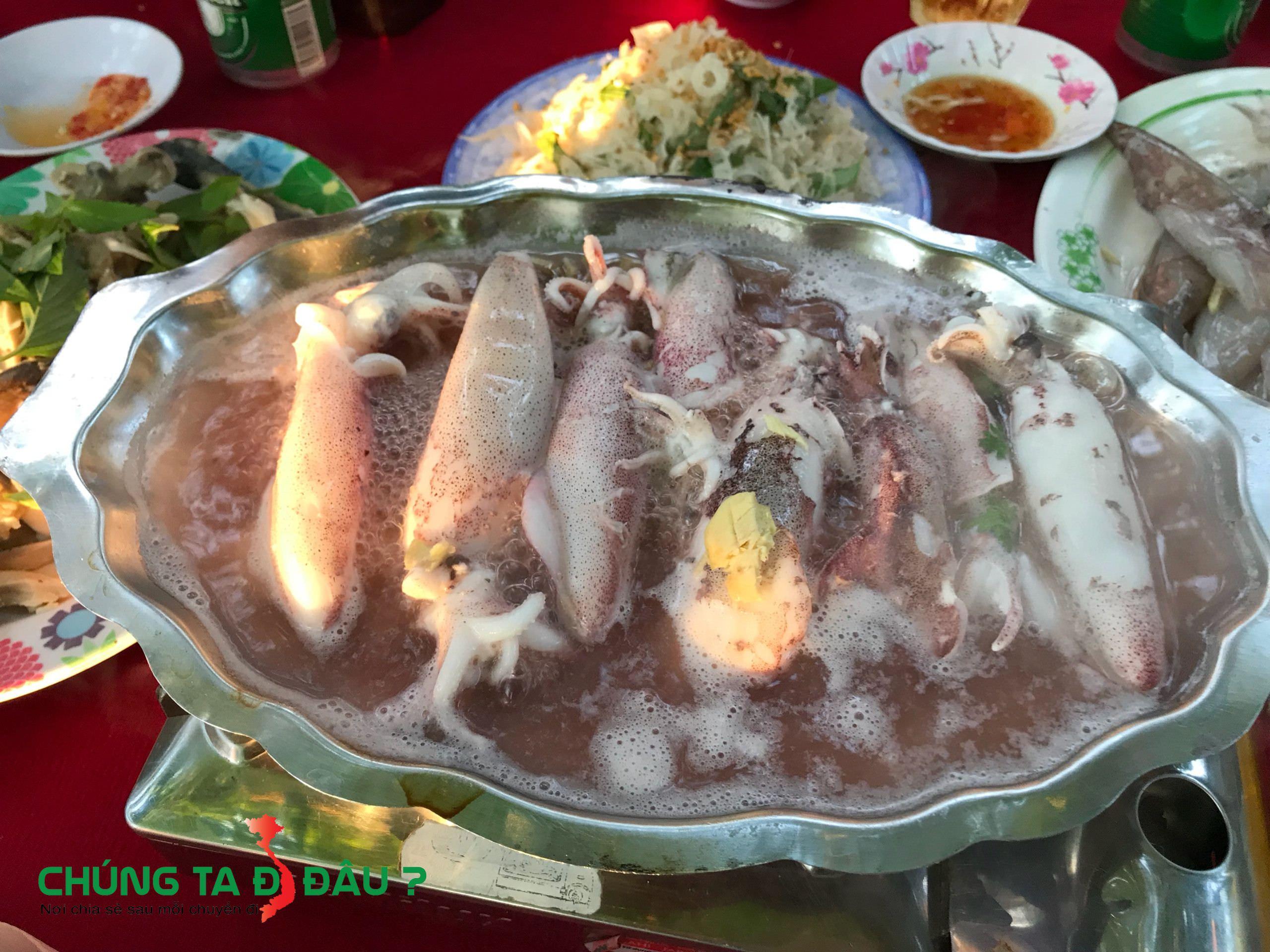 Mực luộc nước dừa
