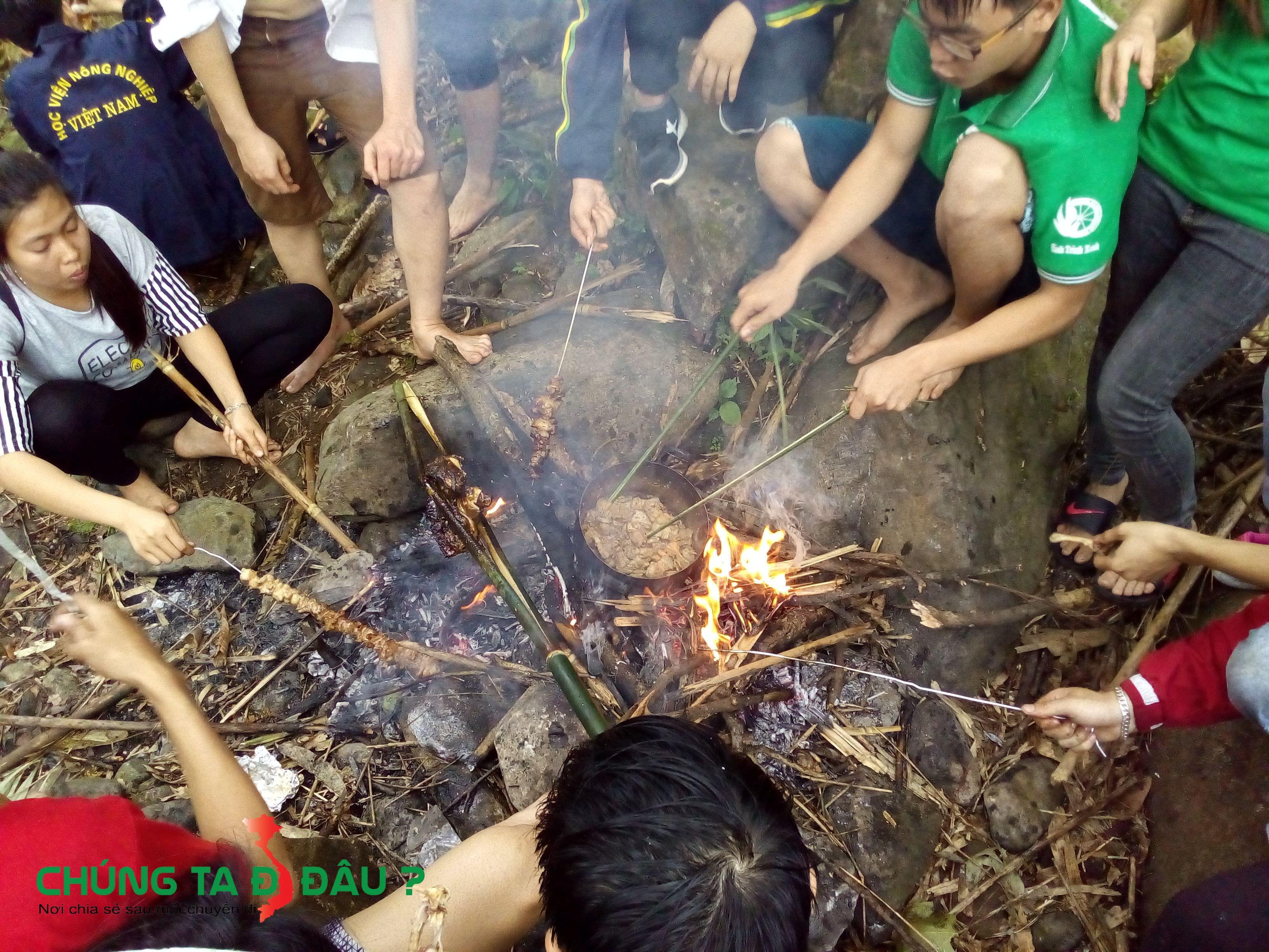 Nướng thịt ở suối Kẹm - La Bằng