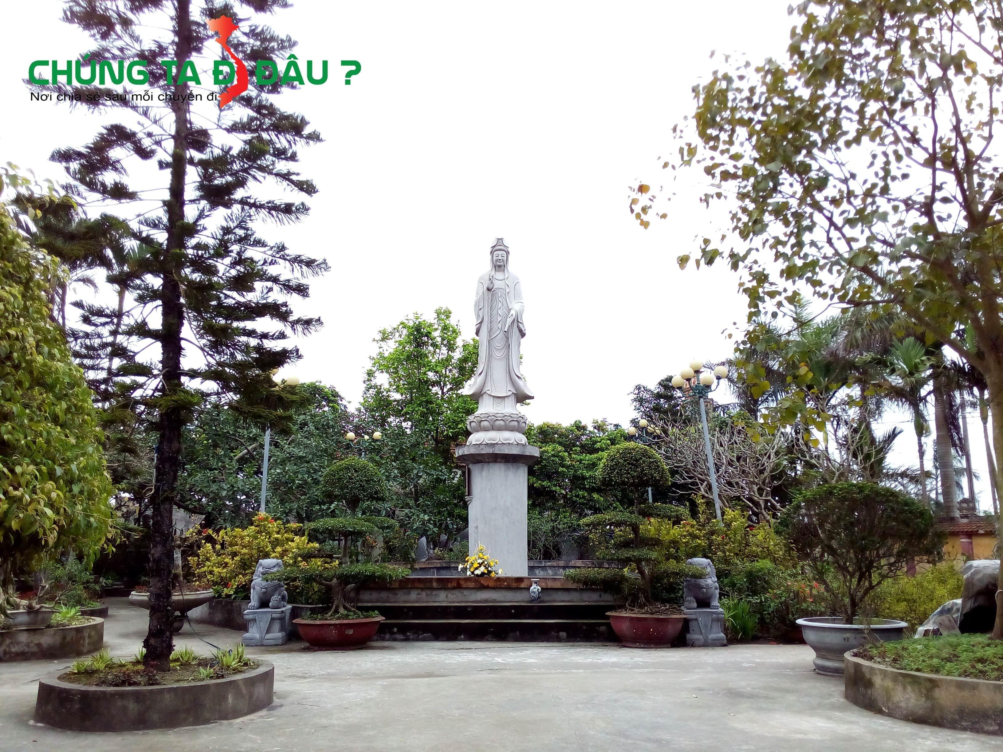 Tượng đài quan âm ở chùa Linh Ứng