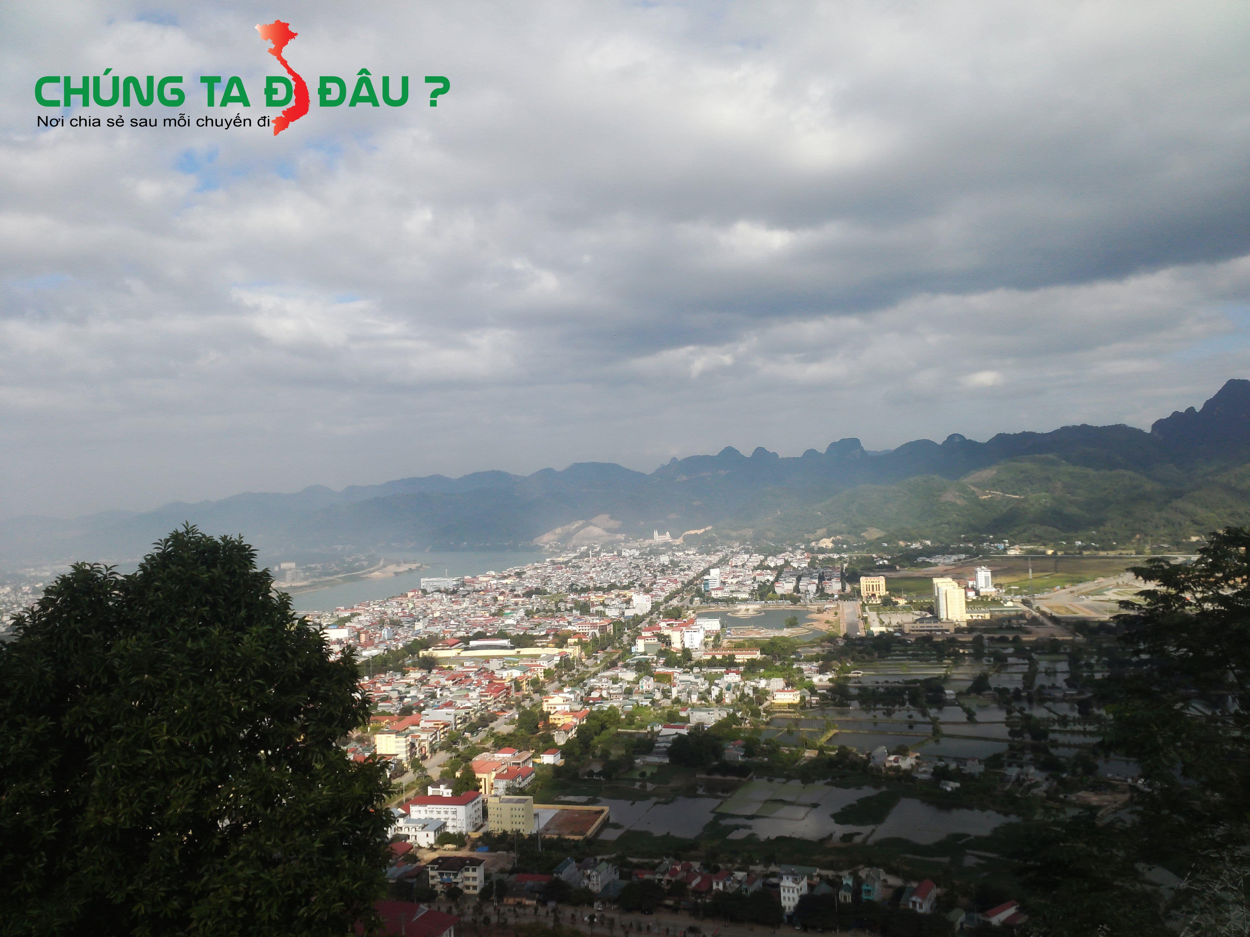 Một góc thành phố Hòa Bình nhìn từ tượng bác