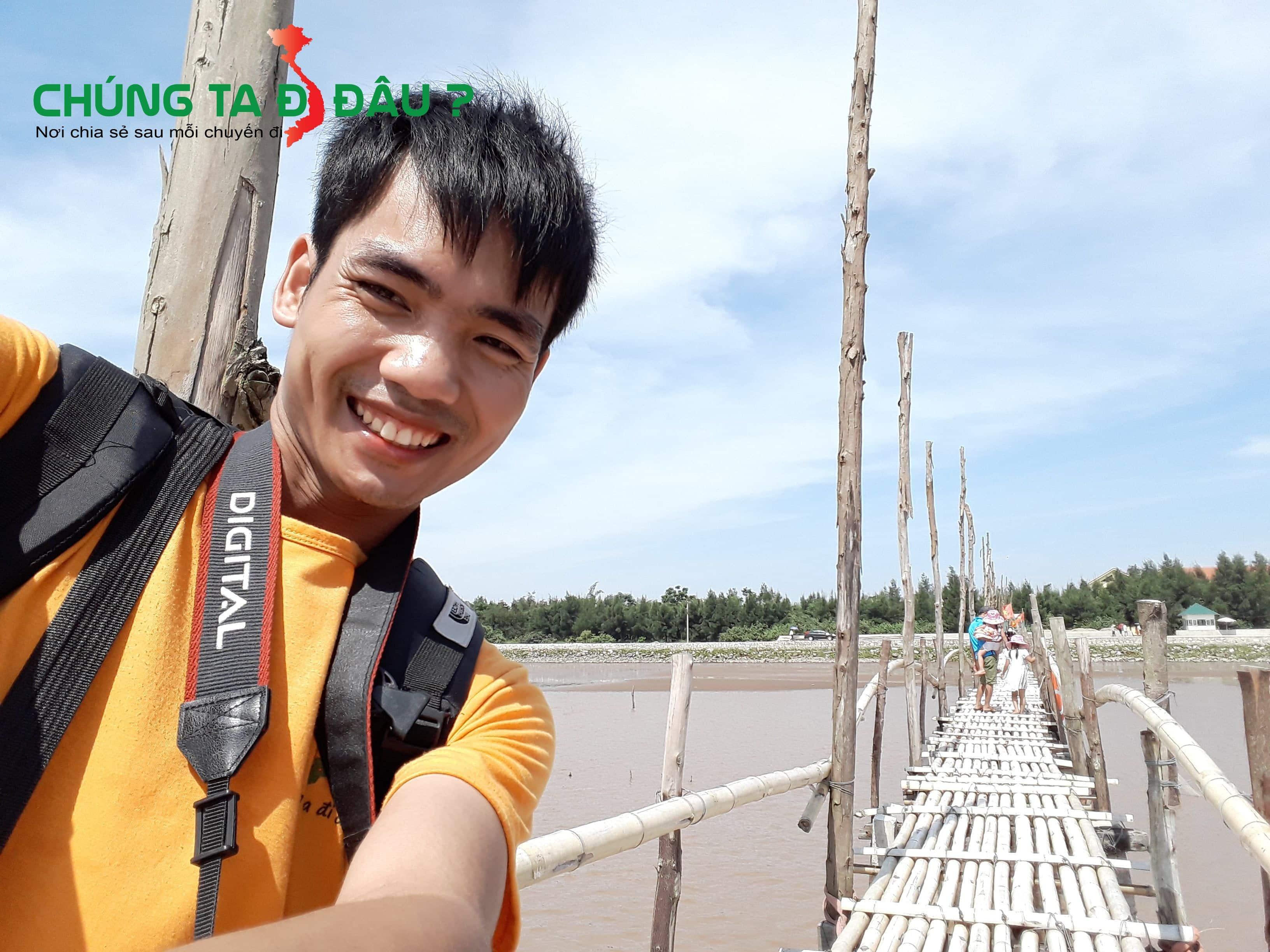 Cây cầu này rất dài luôn